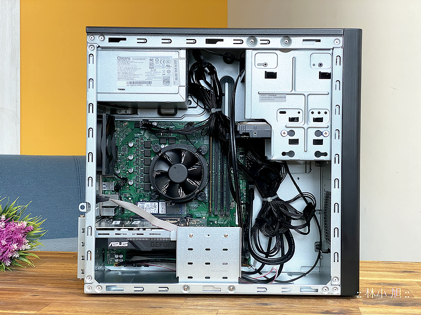 ASUS ExpertCenter W7 Tower (W700TA) 開箱 (ifans 林小旭) (14).png