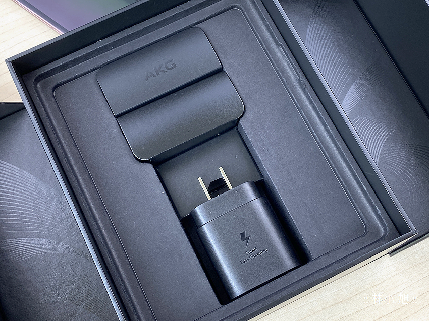 Samsung Galaxy Z Fold2 5G 開箱 (ifans 林小旭) (45).png