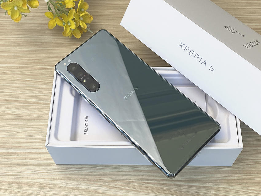 Sony Xperia 1 II 鏡湖綠 12GB 高效升級版開箱 (ifans 林小旭) (7).png