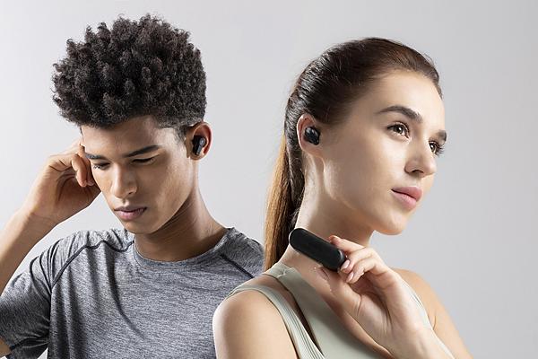 1MORE PistonBuds真無線耳機已於各大通路熱銷販售中,售價只需新台幣1,690元,於充滿歡慶過節氛圍的12月,是交換禮物、年節送禮的最佳選擇.png