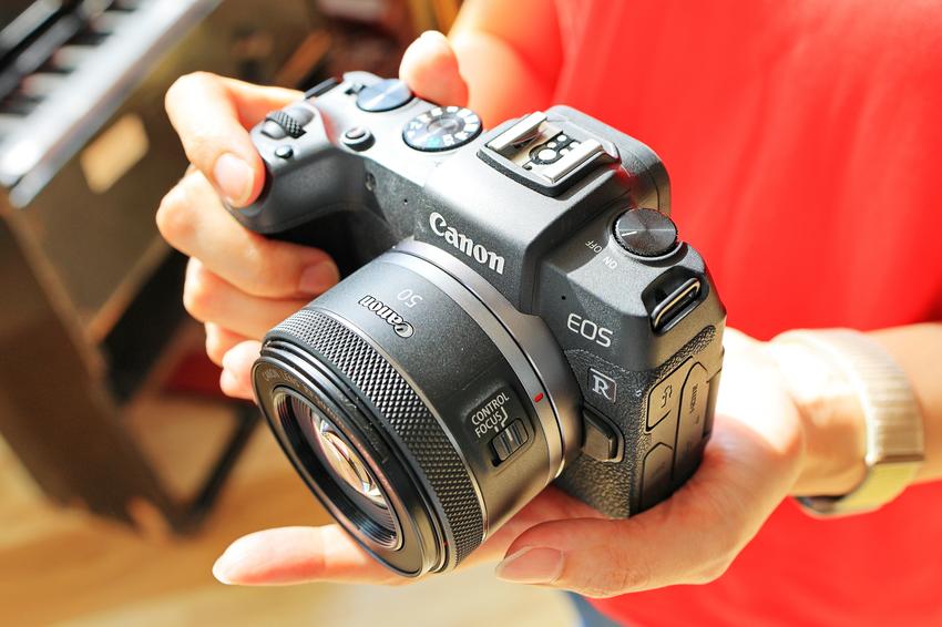 (06) 50mm 焦距具有與人眼相近的視野範圍,因此 RF50 F1.8 STM 適合拍攝各種題材,包括人像、街拍、美食、寵物、以及生活隨拍等,增添更多拍攝樂趣。.png