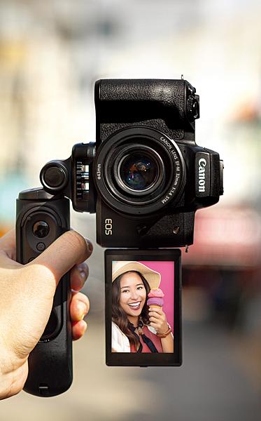 (06) Canon EOS M50 Mark II  提供了非常實用的垂直錄影及手機直式影片播放,且透過 Wi-Fi 可即時串流影片到 YouTube進行直播。.png