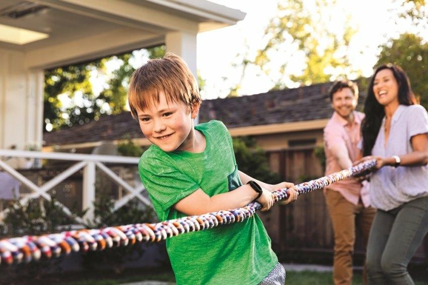圖八:Ace 3 能夠激勵兒童達成每天 60 分鐘的活躍時間,並提醒他們每小時至少 250 步的活動量,養成健康的生活習慣.jpeg