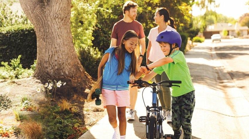 圖六:透過 Fitbit 家庭帳戶,家長可以使用Fitbit App中的「家長檢視」功能,管理孩童在應用程式中能檢視的內容,以及篩選孩童的好友申....jpeg