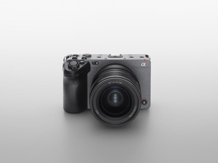圖1) Sony FX3 專為舒適的獨立拍攝體驗而設計,完美結合 Sony 專業級數位電影技術和 α 系列無反光鏡數位相機的卓越影像功能,滿足年輕創作者以更不設限的方式表達其影像創意。.png