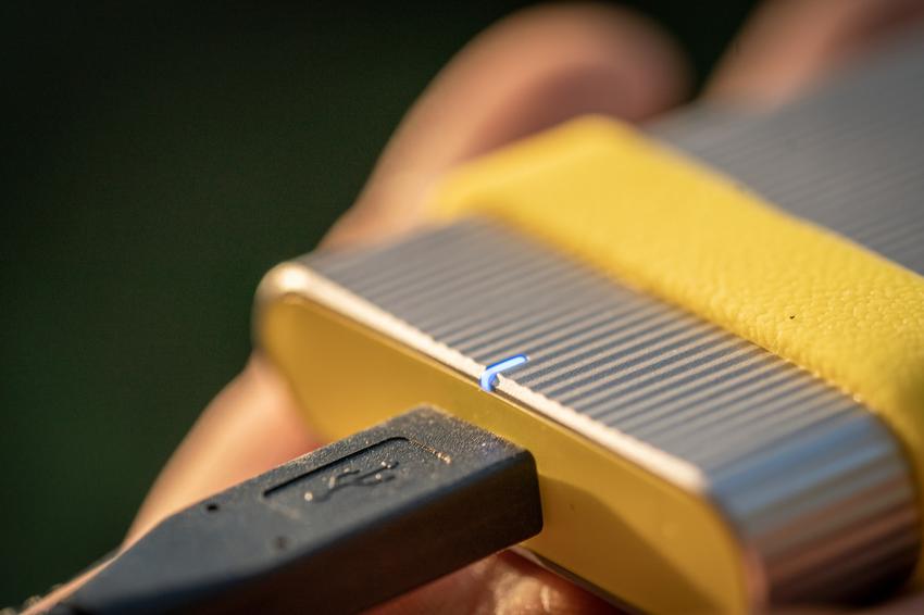 圖4) Sony SL-M 系列SSD固態硬碟搭載清楚易讀的LED指示燈,方便隨時確認電力狀態。.png