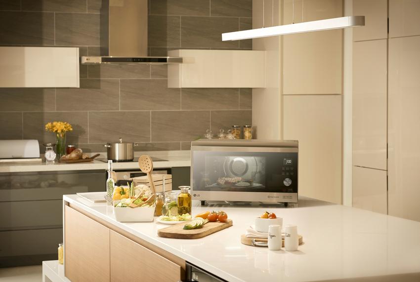 05 - LG NeoChef 智慧變頻蒸烘烤微波爐具備燒烤、蒸煮、氣炸等多種烹調功能,消費者在家防疫的同時,也能輕鬆烹煮美味料理,簡單快速端出好菜。.png