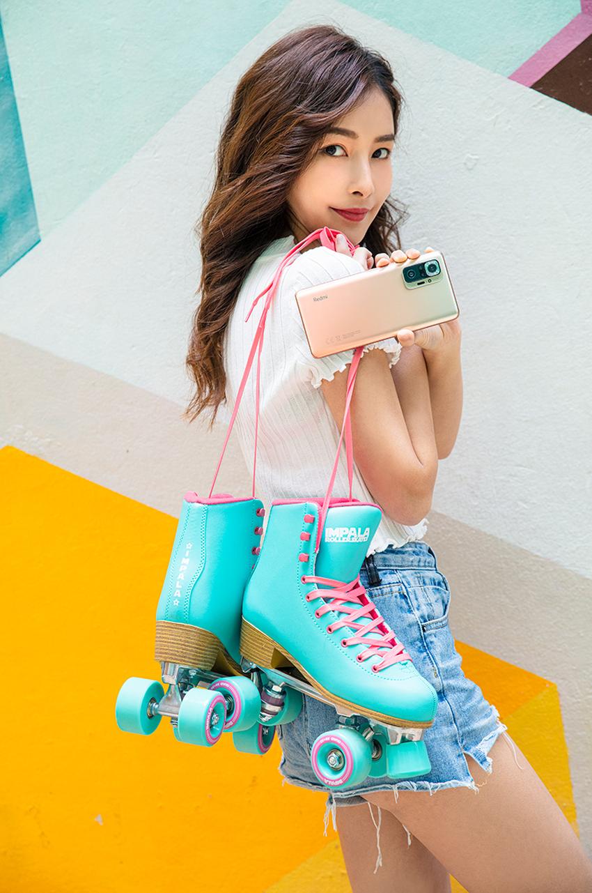 Redmi Note 10 Pro不僅擁有絕佳性能,更兼具出眾的外型,提供冰川藍、漸層銅、瑪瑙灰三種亮眼配色,隨手一拿就是最亮眼的穿搭配件。.png