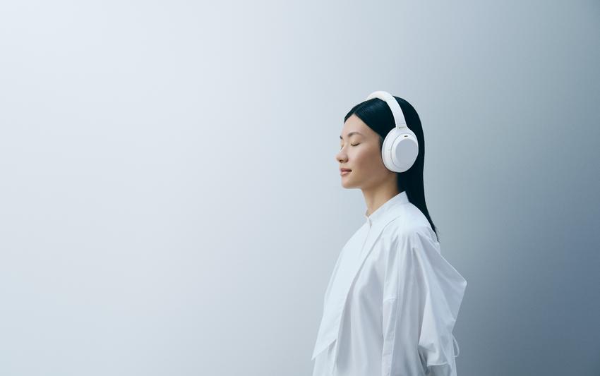 圖 2) WH-1000XM4靜謐白都可以毫無違和的融入各類型時尚穿搭,隨行享受高品質音樂!.png