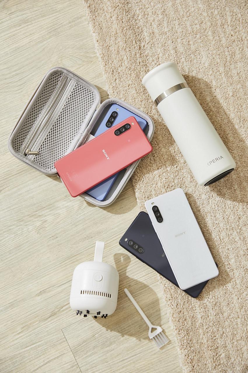 圖說、「風格選物大禮包」內容物包含:3C硬殼收納包、簡約桌上型吸塵器、真空不鏽鋼保溫杯.png