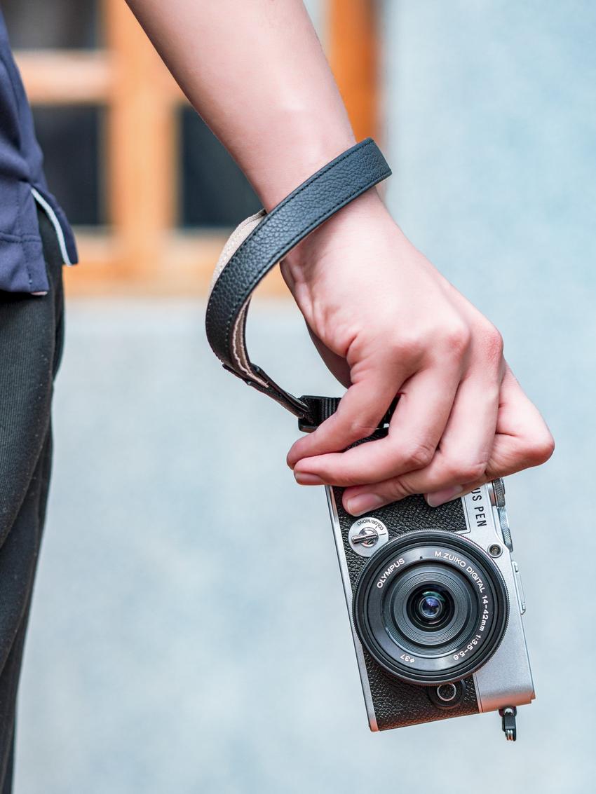 OLYMPUS PEN E-P7 日系復古微型單眼相機_經典銀黑_搭配14-42mm EZ Kit組合,建議售價NT$28,990 .png