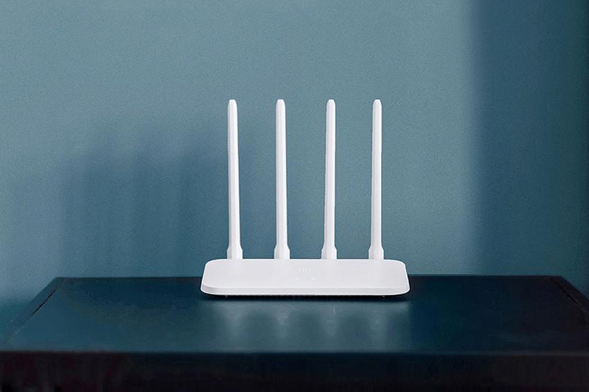「小米路由器4C」以4支全向性高增益天線,讓訊號覆蓋更廣、更強也更快,記憶體高達64MB,提供奉行米式生活的米粉家中多款智慧家電穩定的連線,更擁有智慧防入侵、WiFi優化、遠端管理等全面功能.png