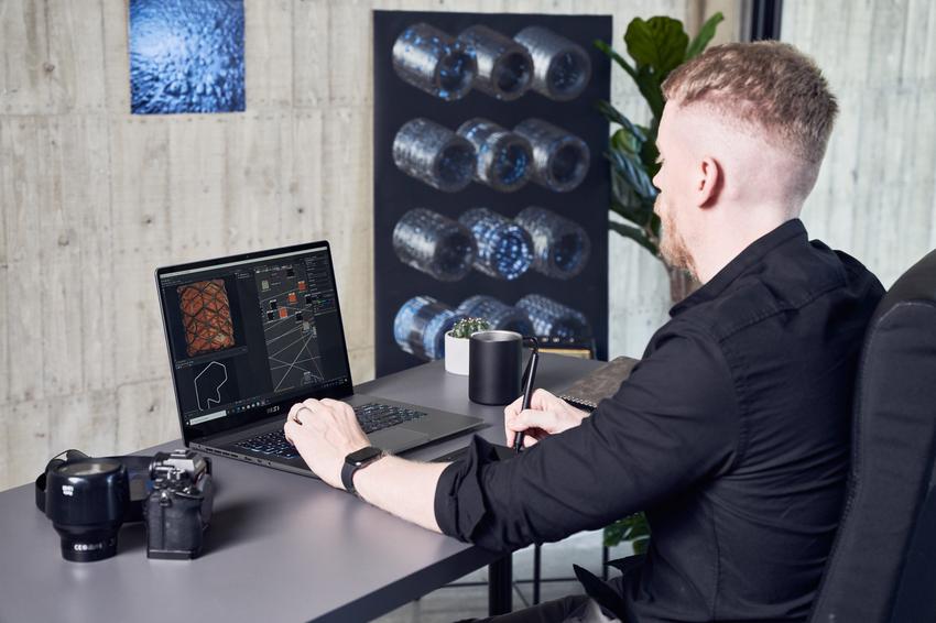 03_Creator Z16採用1610黃金比例的螢幕設計,搭配True Pixel顯示技術能為創作者與設計師提供最精準且鮮明的色彩 (1).png
