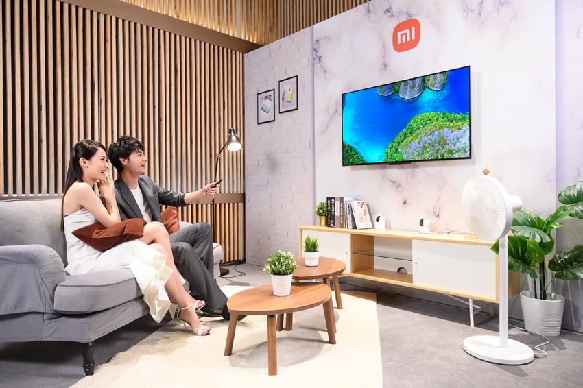小米智慧顯示器P1 50型內建的兩座10W立體聲喇叭採用Dolby Vision和DTS-HD解碼技術,提供豐富、層次分明的3D音效,讓用戶可舒適地在在客廳裡享受身歷其境的劇院級視聽饗宴。.png