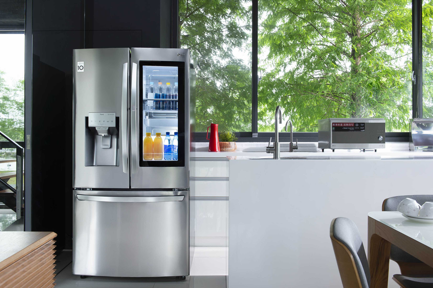04- 民宿內擺放InstaViewWiFi敲敲看門中門冰箱方便易取食材,以及智慧變頻蒸烘烤微波爐,讓更多消費者實際感受智慧家庭的魅力。.png