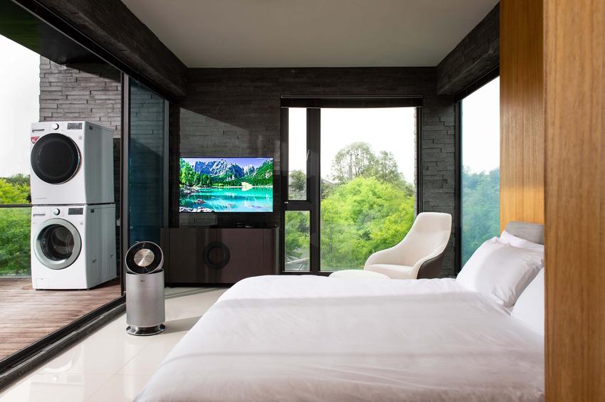 01- LG於宜蘭的「Ha House秋」打造的「LG ThinQ Home智慧生活宅」將全系列LG WiFi智慧家電全部設置在民宿內,消費者可一次體驗操作LG智慧家電之便利性,更能同時享受民宿綠意盎然自然美景。.png