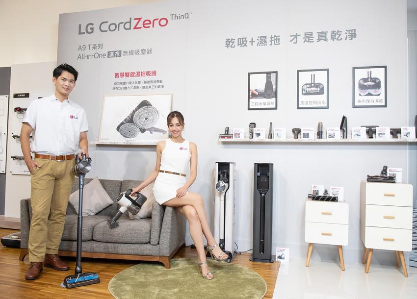 LG A9 T系列All-in-One濕拖無線吸塵器配備6款吸頭,除了可以同時乾吸濕拖的智慧雙旋濕拖吸頭外,新增地毯吸頭可深入地毯深層除塵、還有能清除沙發及寵物寢具的毛髮專用吸頭,面對任何環境都能隨機應變 完成清潔。.png