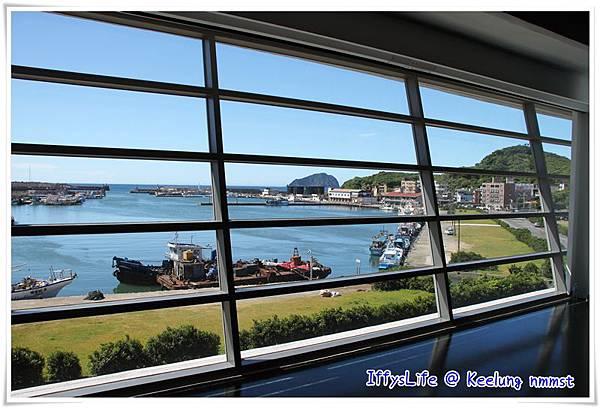 一上區探館三樓映入眼簾的是一幅會動的風景畫 - 八斗子漁港與遠方的基隆嶼