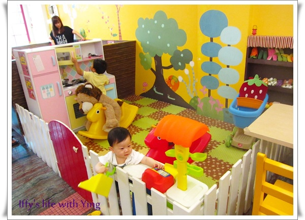 央央在樂氣球親子餐廳  (2).JPG