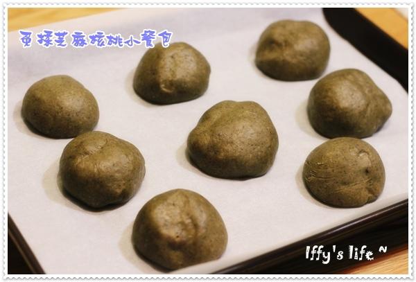 免揉芝麻核桃餐包 (1).JPG