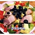 午&晚餐-五花肉生菜莓果沙拉.JPG