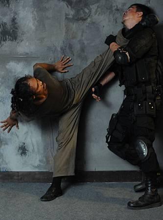 The-Raid-2011-Movie-Image-16
