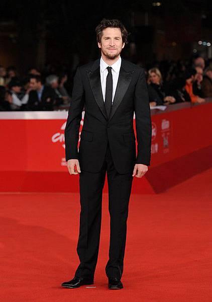 吉翁卡列是法國知名演藝才子,曾獲得法國凱薩獎最佳導演獎,是製片、劇本、演戲、導演各方面無一不精的法國首席男星,與女星瑪莉詠柯蒂亞,兩人因《敢愛就來》一片假戲真作,現兩人育有一子 [0703]