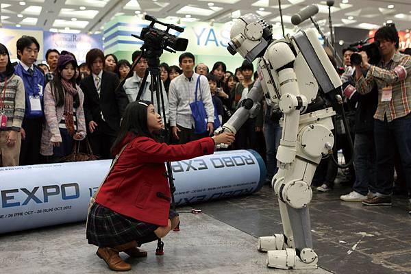 導演矢口史靖說「她非常變態,很適合我的電影!」