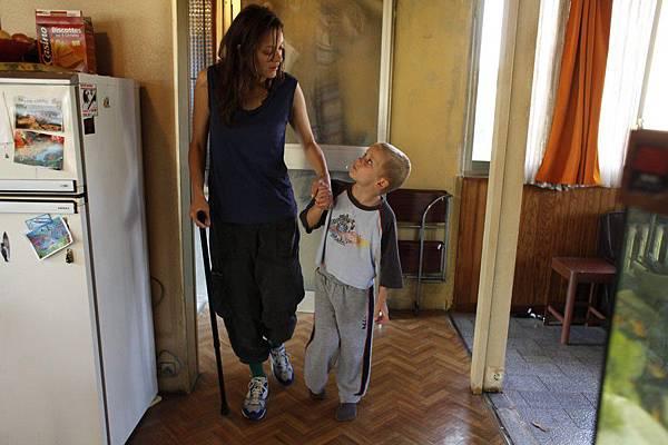 瑪莉詠扮演因意外雙腿截肢的女主角史蒂芬妮,她從絕望、沉默,到走出困境重拾人生,精湛演技讓觀眾動容 (复制)