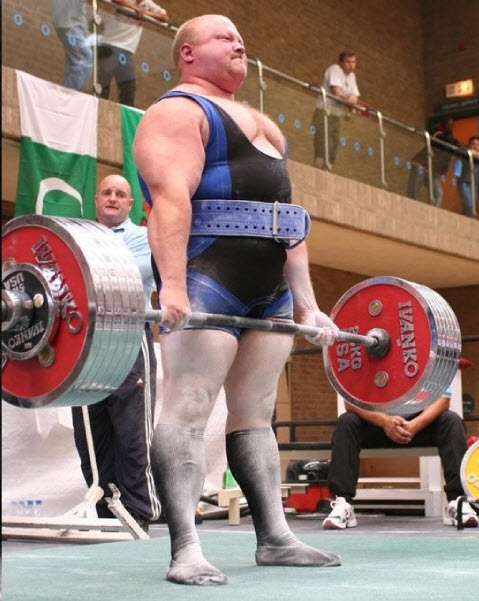 IPF_World_Champion_Dean_Bowring_performing_the_three_Powerlifting_moves.jpg