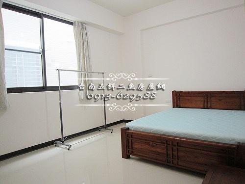 11台南52房屋網土地網買屋賣屋土地買賣五餅二魚安南醫院傳統雙車墅.JPG