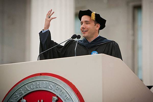 Dropbox 創辦人 MIT 畢業典禮演說:最大的風險不是失敗,而是過得太安逸了