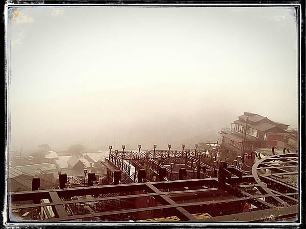 霧茫茫的九份