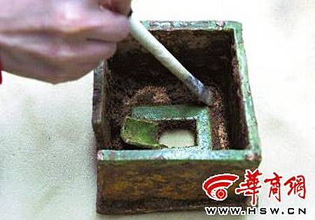 20121026考古現場_唐三彩廁所