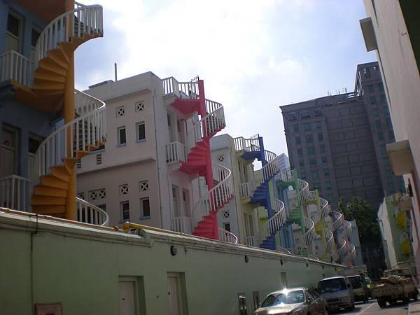 色彩鮮豔的樓梯