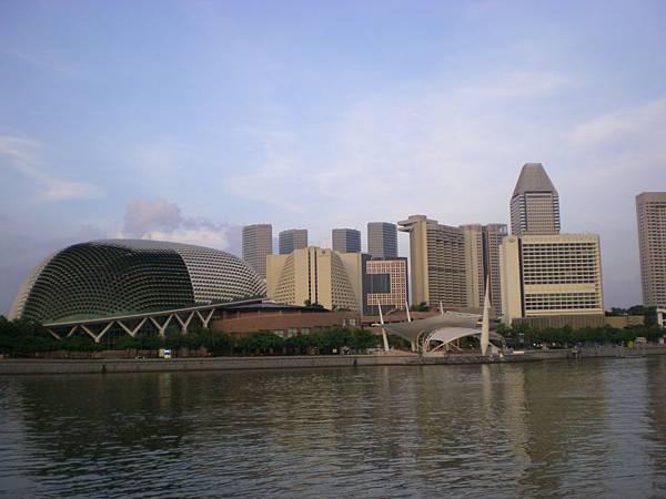 到處是如此雄偉現代化的建築物