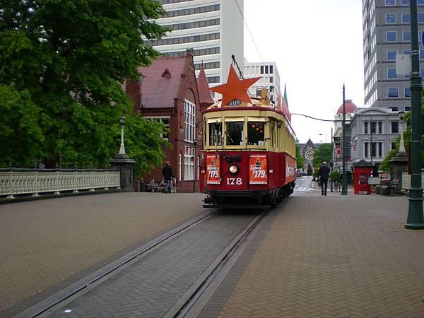 行走市區內的觀光小火車