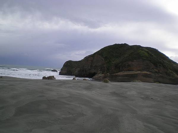 Golden Bay-3遙望大海的神獸巨石
