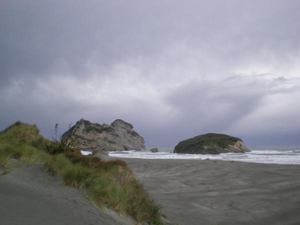 Golden Bay-2遙望大海的神獸巨石