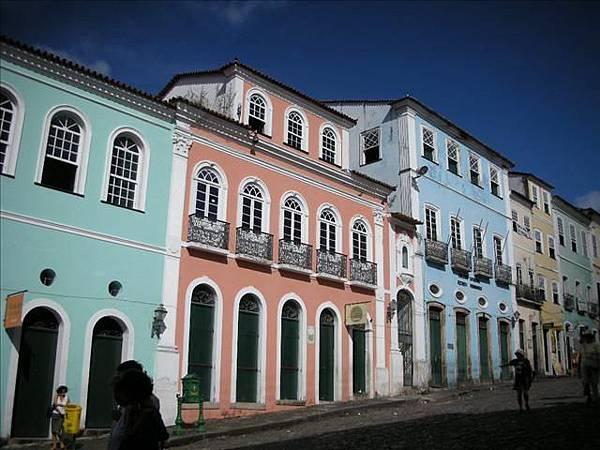 colorful的建築是主要特色