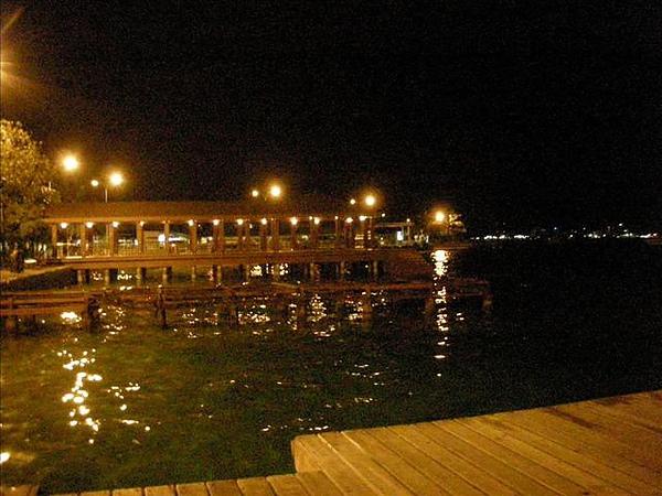 夜晚的機場碼頭