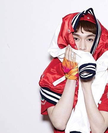EXO-M-Lay-XOXO-teaser-exo-m-34511966-600-742