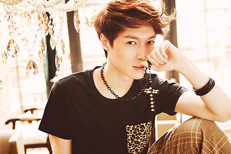 EXO-Member-Profile-Lay