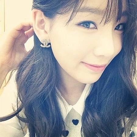 taeyeon-earrings-from-kim-bum-soo