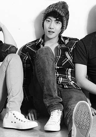 exo-k_baekhyun_hat_and_flannel_teaser-9958