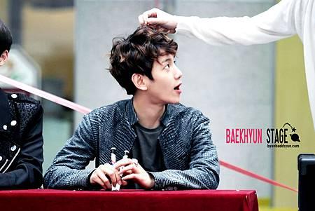 120508_exo-k_fansign_baekhyun_05