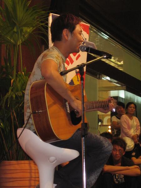 0823簽唱會 台中中友.jpg
