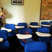 上課的教室,學員的座椅也是藍色的喔