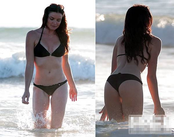 Courtney Robertson11月14日身著黑色比基尼在洛杉磯