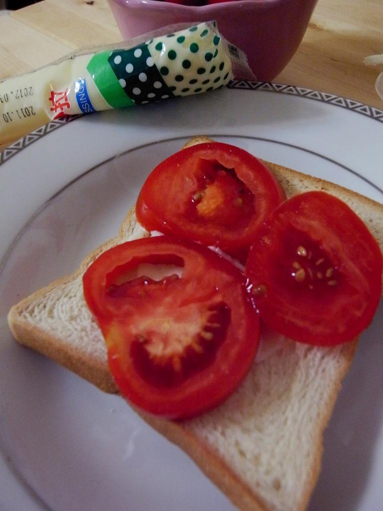 蓋上番茄。